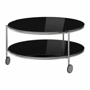 Black glass coffee table on wheels/ table de salon en verre noir