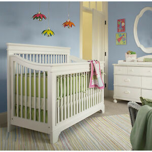 Beautiful solid Wood White Crib