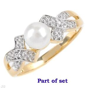 Ladies Pearl ring and necklace set