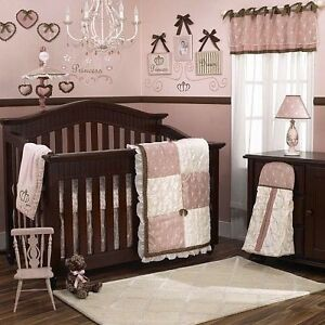 Girl's Crib Bedding Set (Brand-New)