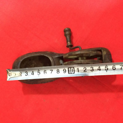 Antique The ancient Chinese folk traditional line pressing ink fountain.