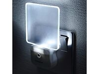 Integral Auto Sensor, Dusk to Dawn, LED Night Light, Plug In - Erdington - B23