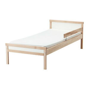 Lit pour bambin/Toddler bed