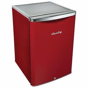 Réfrigérateur compact vintage Danby, 18 po, rouge