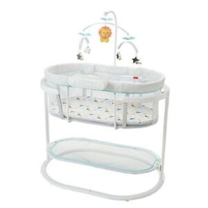 Fisher-Price Soothing Motions Bassinet - good as new