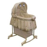 Bassinet with Owls on the side fabric