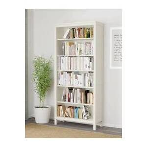 White wooden bookcase Bruce Belconnen Area Preview
