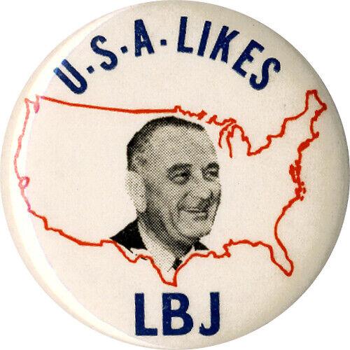 1964 Lyndon Johnson USA LIKES LBJ Vintage Campaign Button (7316)