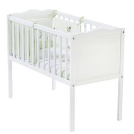 Baby crib with mattress - white