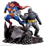 Superman vs Batman Statue