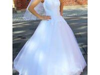 Lovely princess wedding dress, size 8-10, white