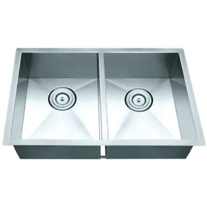 kitchen sink / evier de cuisine
