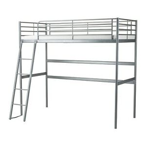 Lit surélevé SVARTA de IKEA + matelas adpaté en TBE