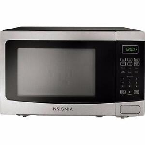 Insignia NS-MW12SS6  Countertop Microwave - 1.2 Cu. Ft. - Stainless Steel Black