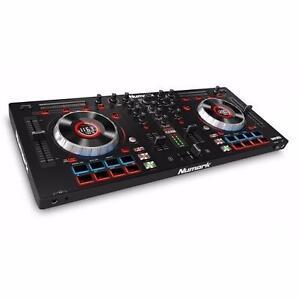 Mixtrack Platinum DJ Controller With Jog Wheel Display