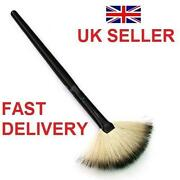 Make Up Fan Brush