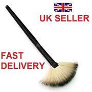 Make Up Fan Brush