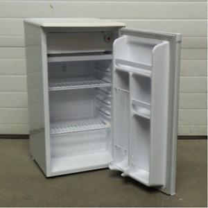 petit frigo compact danby 3,2cu.ft blanc,, fonctionne tr bien