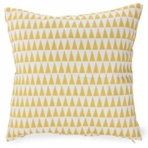 Coussin 17 x 17 po - Triangles Jaune