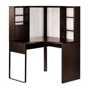 Bureau en coin brun-noir avec panneaux magnétiques 100$