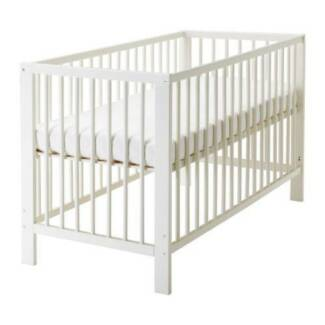 Ikea Baby Cot converts to toddler bed