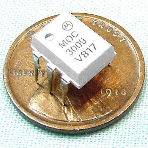 (100) MOC3009 Opitcally Coupled Isolator, TRIAC Output - Genuine Motorola, UL