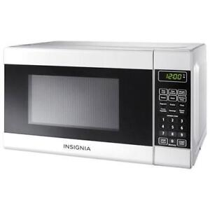 Insignia NS-7CM6-WH 0.7 Cu. Ft. Microwave (New other)