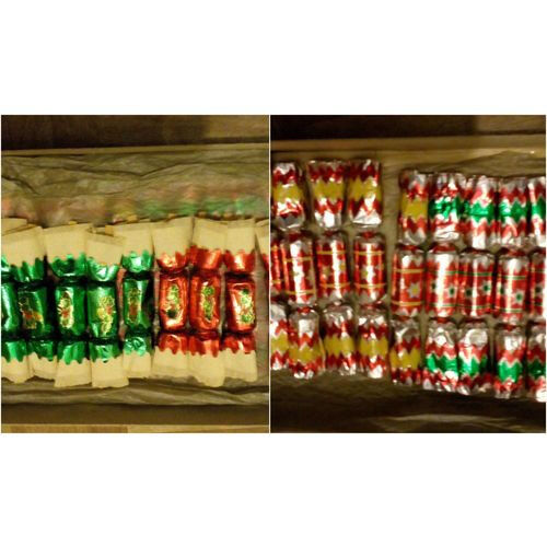1940'S 2 SETS OF MINIATURE CHRISTMAS CRACKERS WITH ORIGINAL CONTENTS