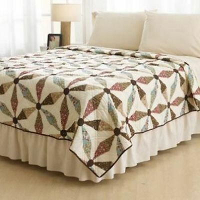 Ashley Cooper Pinwheel Print Quilt in Twin, Queen or King Size ()