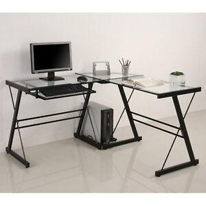 Bureau d'ordinateur en coin de verre