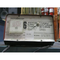 BATTERY CHARGER  6  AMP.  12 VOLT  AUTOMATIC LIKE NEW !