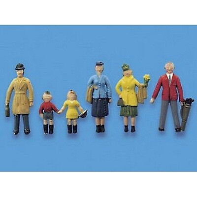 British Passengers Standing Set A Model  Scene Peco 5057  OO HO