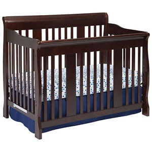 3-in-1 Convertible Crib in Excellent Condition