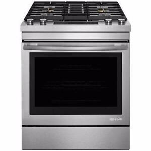 Dual-fuel downdraft Jenn-Air range, 6.4 cu ft, stainless