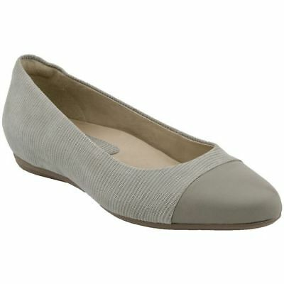 NEW Earthies Women's Pale Grey Hanover Suede Flats, Women Size 5.5  $99 segunda mano  Embacar hacia Argentina