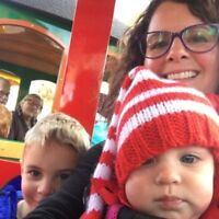 Babysitting Wanted - Searching For A Fun Experienced Nanny, Seek
