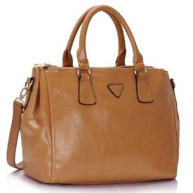 Three Top zip Nude Grab Handbag