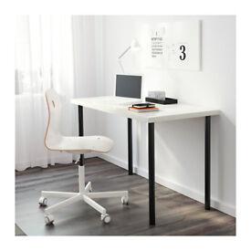 Vika Amon Desk