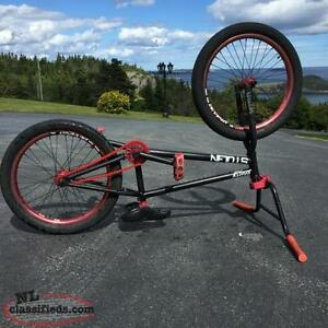 Fully Custom Lightweight Bmx with Extra Parts $500 firm NEEDS GO