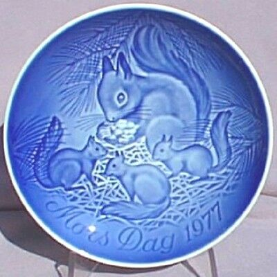 BING & GRONDAHL 1977 Mother's Day Plate Squirrel with Young B&G -- Excellent!