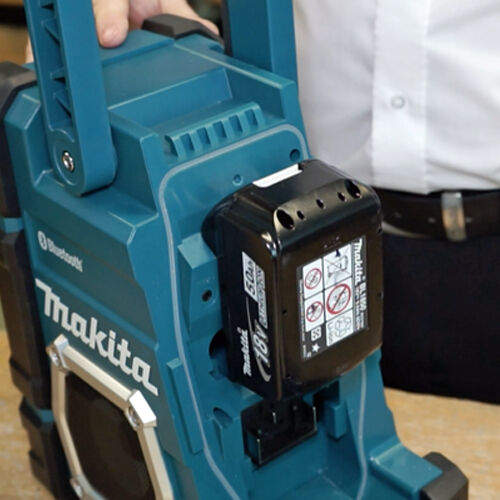 makita dmr106 jobsite radio with bluetooth and usb charger picclick uk. Black Bedroom Furniture Sets. Home Design Ideas