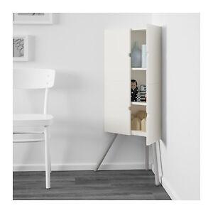 Petite armoire en coin