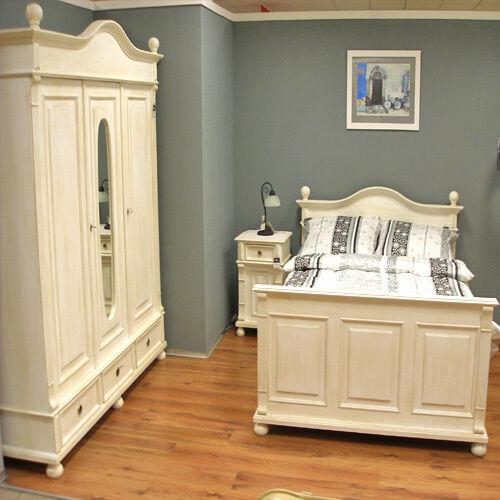 landhaus kleiderschrank spiegel weiss gewischt massivholz in niedersachsen wolfsburg. Black Bedroom Furniture Sets. Home Design Ideas