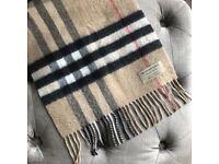 Genuine burberry scarf Unisex Large