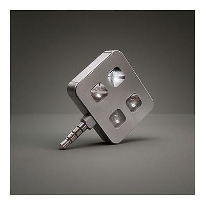 Blitzgescheit: Der iBlazr wird einfach in den Kopfhörer-Anschluss gesteckt.