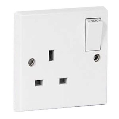 50 x PLUG SOCKETS WHITE PLASTIC SINGLE MAINS WALL SOCKET SWITCHED 13Amp