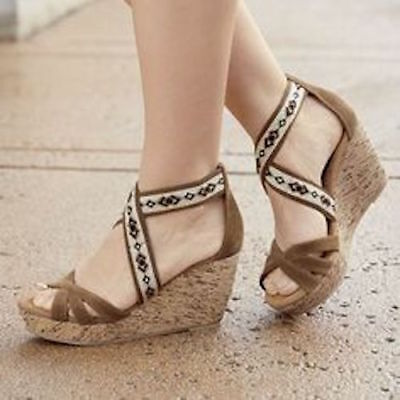 Monroe and Main Embroidered Stretch-Band Wedge Platform Shoes Size 6 *NEW*