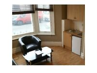 *Move In Quick* Large double semi-studio flat in a popular area of Zone 2