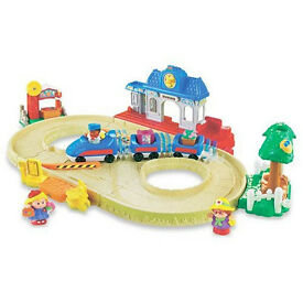 Fisher-Price World of Little People Lil' Movers Motorized Train with extra figures. Comes with box.