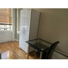 Semi-Studio To Rent Hogarth Road, Earls Court SW5 0PU